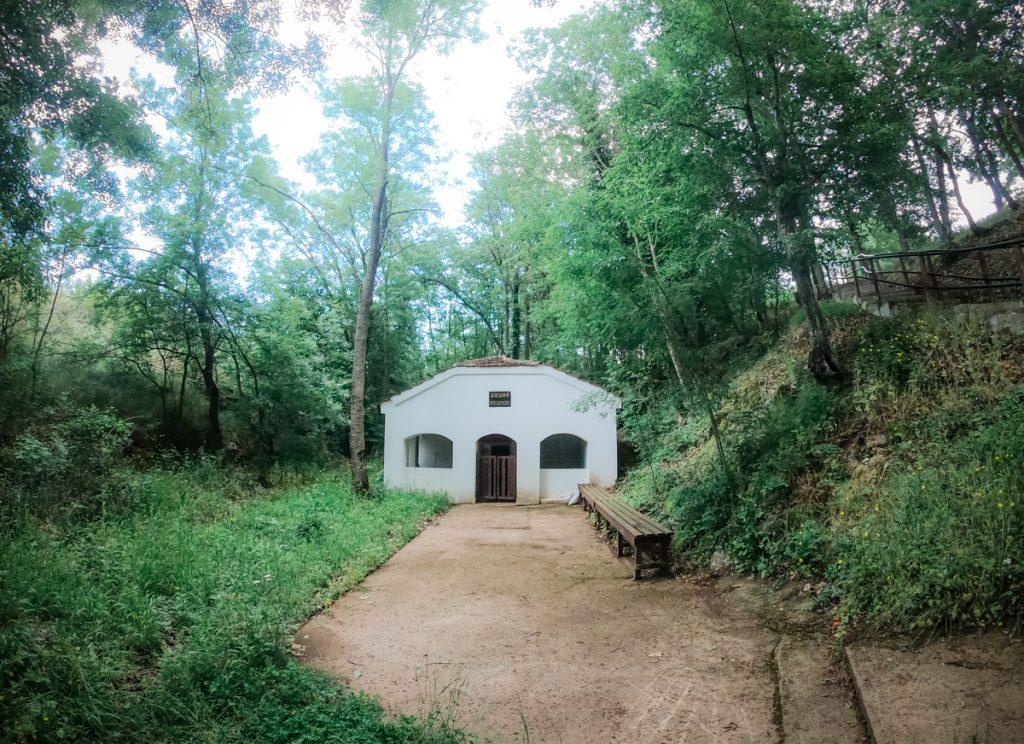 Аязмо и параклис Света Богородица, село Росен