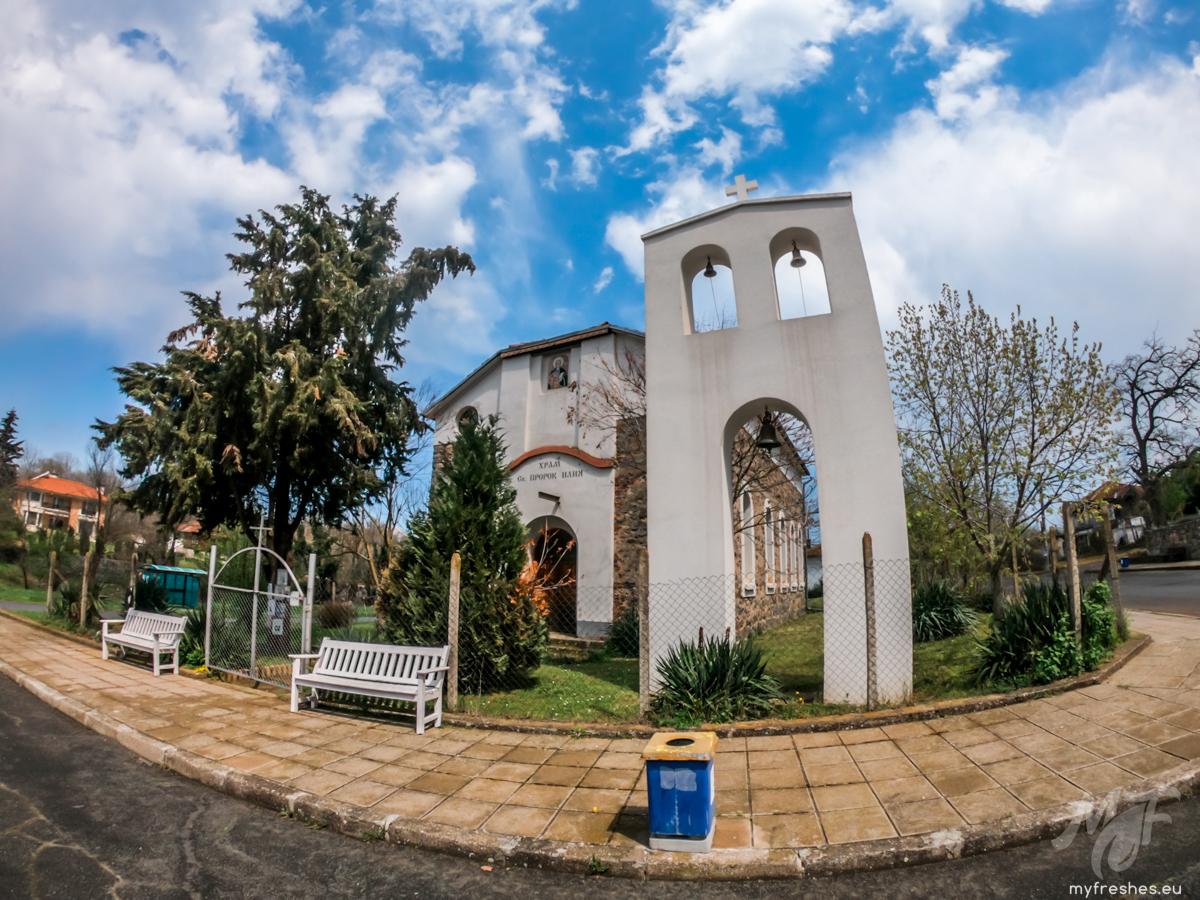 Църквата в село Велика