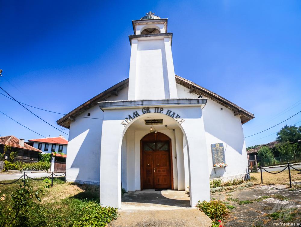 Църквата в село Стоилово