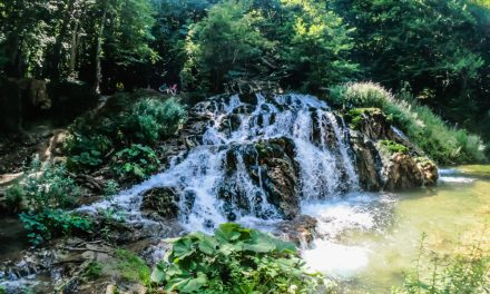 Водопадът Докузак